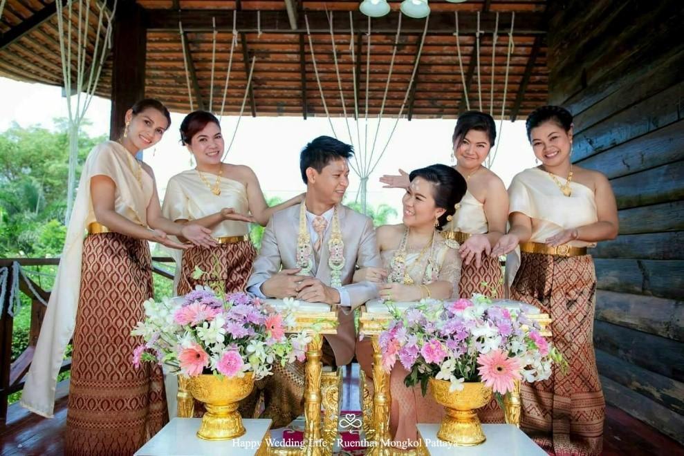 งานหมั้นเรือนไทย