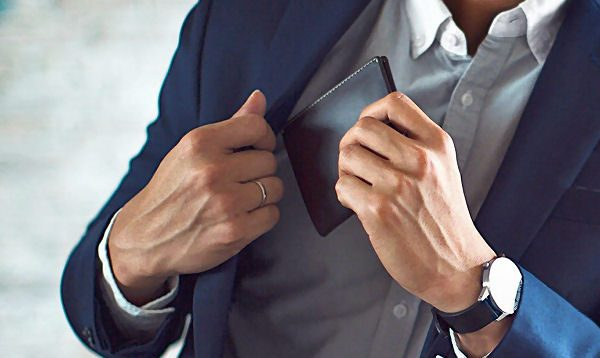 เลือกกระเป๋าสตางค์ผู้ชายอย่างไรให้เหมาะกับตัวเอง